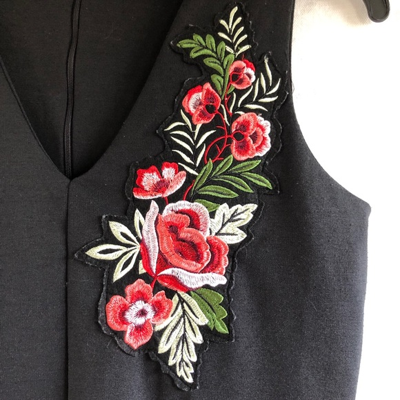 Alison Andrews Flower Appliqué V-Neck Dress